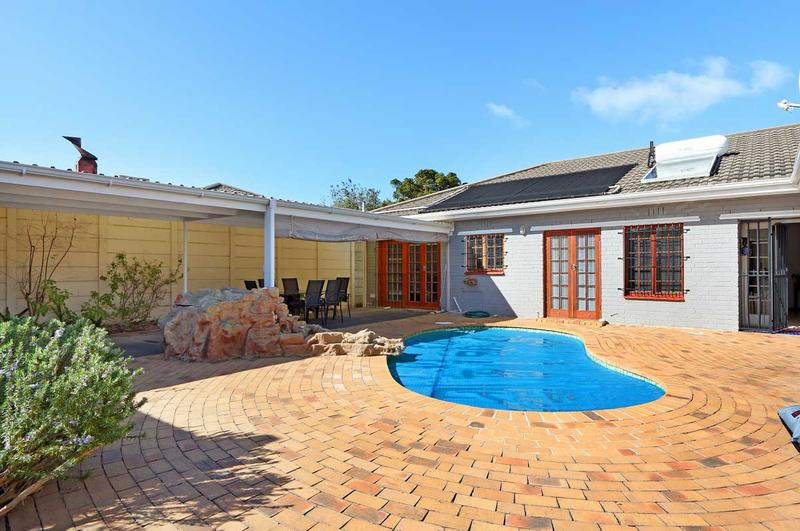 Property For Sale in Kirstenhof, Cape Town 17