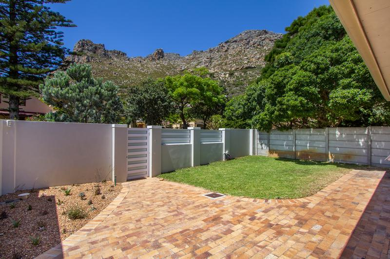Property For Sale in Lakeside, Cape Town 22